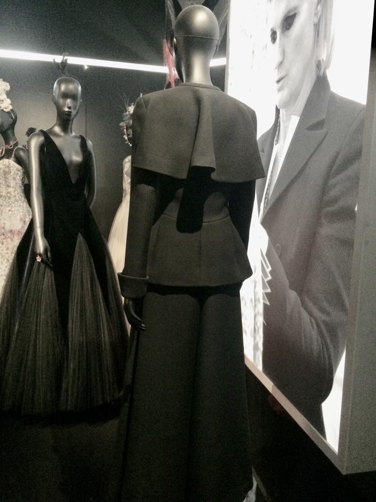 Détail d'une robe par Simons