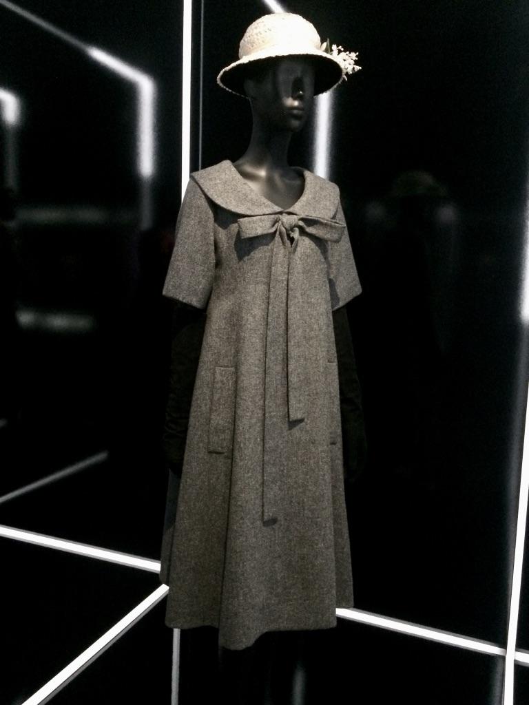 Petite robe noir col claudine